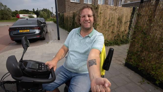 MS-patiënt Jeroen (47) uit Kampen liet opvallende tatoeage zetten: 'Riskant, maar het is gelukt'