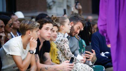 Familie Beckham steunt Victoria op haar modeshow