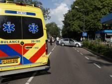 Auto's botsen op elkaar in Waalwijk: één gewonde