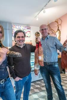 Jagers en bioboer openen vleeswinkel in Zwolle: 'Minder vlees eten is onzin!'