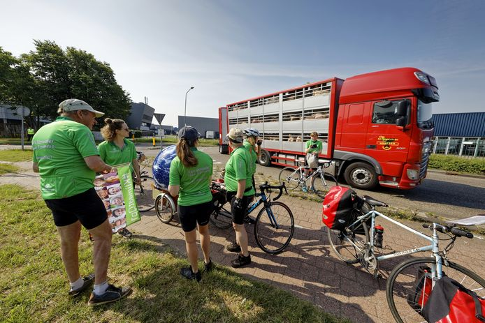 Actievoerders verzamelden woensdagochtend bij Vion in Boxtel.
