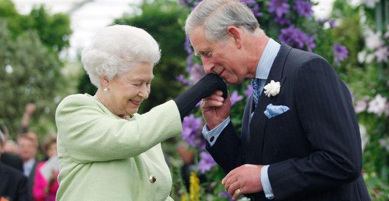 Queen Elizabeth en Prins Charles Beeld Getty Images