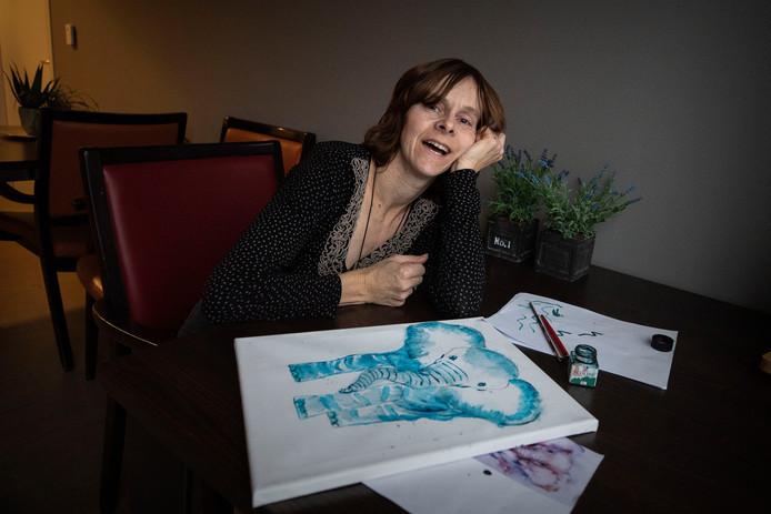 Nancy van Gisbergen is Huntingtonpatient en ze maakt kunst om die te exposeren bij een natuurloop ten bate van Huntington.