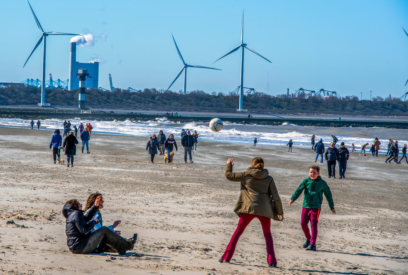 Strandgangers kunnen vanaf nu ook weer naar het toilet, mits het een zelfstandige toiletvoorziening bij een strandpaviljoen betreft.  Lange tijd kon dat zeker niet overal langs de Nederlandse kust.
