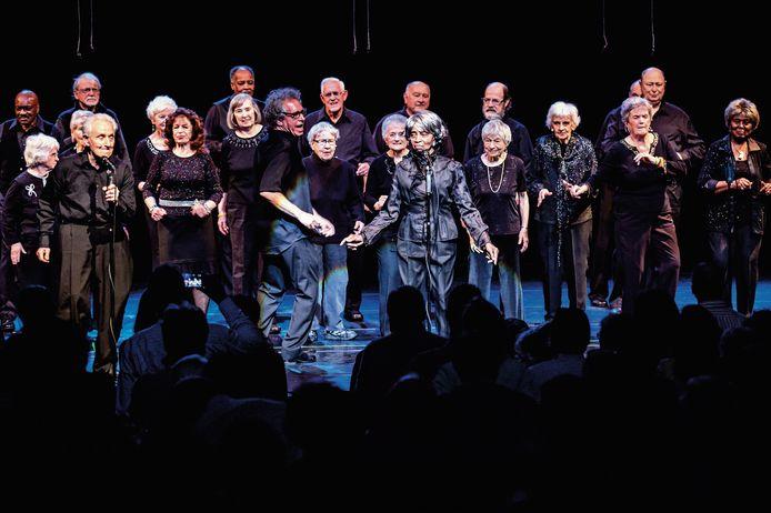Het Amerikaanse Toung@Heart seniorenkoor geeft vier theaterconcerten in Nederland. Op het repertoire staan rocknummers van Nirvana, James Brown, Jimi Hendrix en Coldplay.