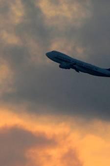 Vliegtuig laat uitwerpselen vallen op man in tuin: 'Alles zat onder, tot tuinparasols toe'