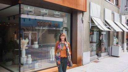 """Bloemiste Sabrina koopt zelf leegstaand pand in Stapelstraat om verloedering tegen te gaan: """"Het is dat, of nog een nachtwinkel erbij"""""""