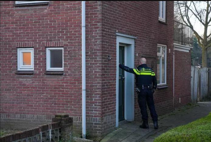 Politie doet onderzoek bij een woning aan de Beukenstraat in Boskant waar dinsdagochtend een overval heeft plaatsgevonden.