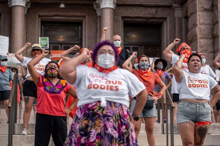 Tegenstanders van de nieuwe wet in Texas demonstreren voor het regeringsgebouw in de hoofdstad Austin. Beeld Getty Images