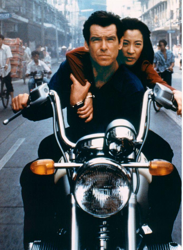 Pierce Brosnan e Michelle Yeoh
