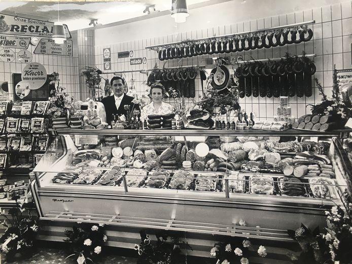 Kees en Sjaan bij de opening van hun eigen slagerij