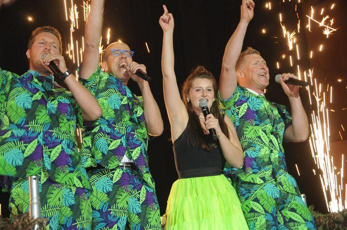 De revue van de Halse Carnavalraad is een wervelend spektakel. (archiefbeeld uit 2018)