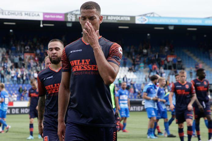 Jurien Gaari druipt teleurgesteld af na het duel met PEC Zwolle.