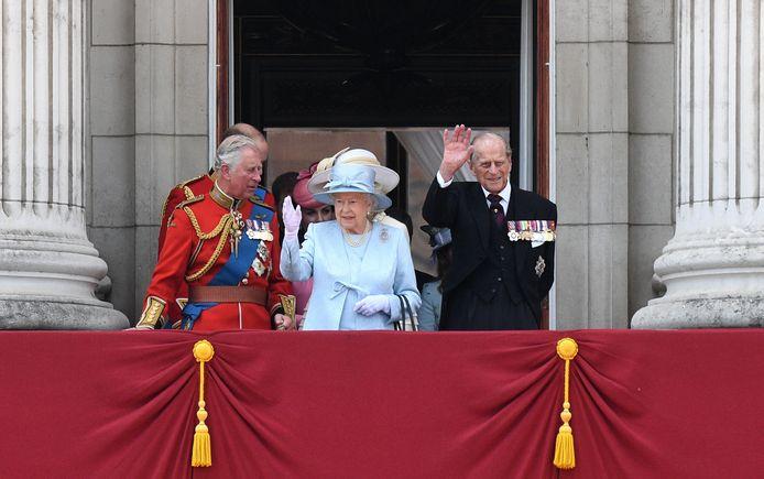Archiefbeeld. Prins Charles, Queen Elizabeth en prins Philip op het balkon van Buckingham Palace. (17/06/2017)