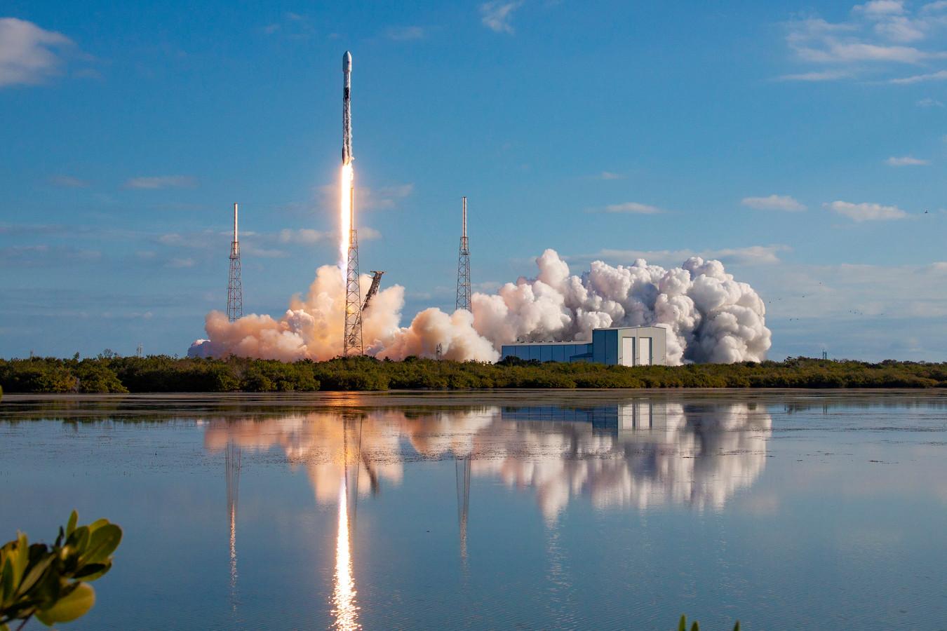 Een eerdere lancering van Starlink satellieten, in januari 2020.