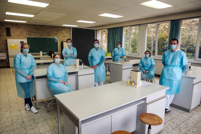 De studenten in de 'vaccinatiestraat' in Berchem.