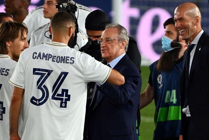 Real-voorzitter Florentino Perez (midden) is de eerste voorzitter van de Super League.