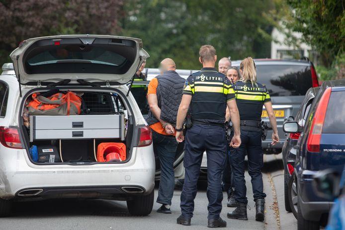 De verdachten kunnen vanwege de snelle actie van een buurtbewoner worden aangehouden