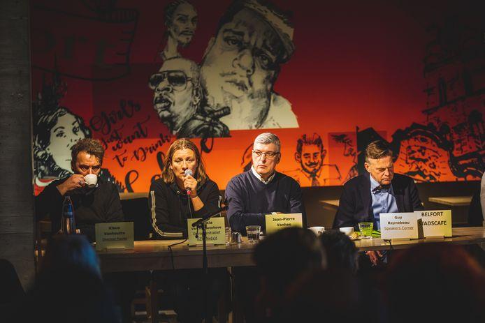 Het debat vond plaats in het Belfort Stadscafé.