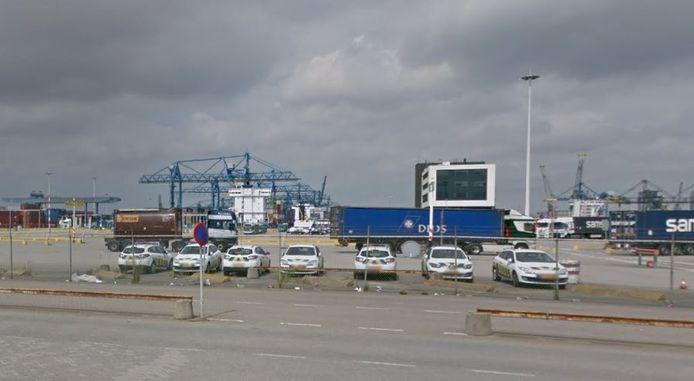 Het terrein van Rotterdam Short Sea Terminals in de Eemhaven.
