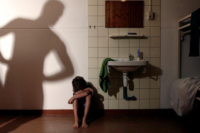 'Wanneer ouders hulp wordt geboden, bestaat die vaak nog uit opvoedhulp. Er wordt daarmee voorbijgegaan aan de gevolgen van langdurige stress in gezinnen.'