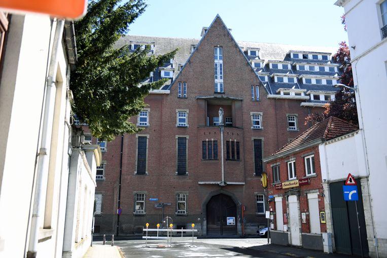 Sloopwerken Verpleegsterschool in Leuven.