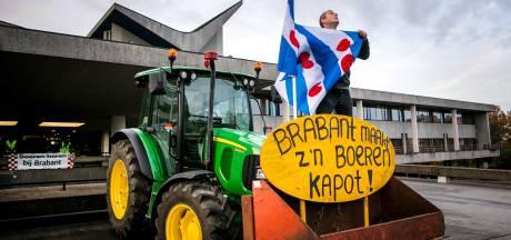 Teruglezen | Historische boerenprotestdag met ME in provinciehuis en brandende vlag