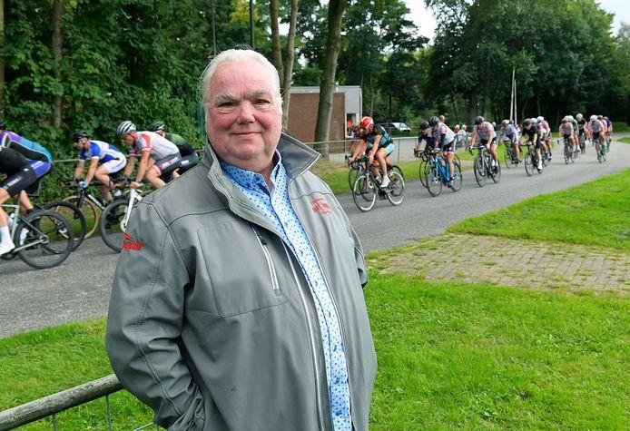De teruggekeerde Raymond van der Vlies op het parcours van De Mol, waar zaterdag voor de 81ste keer de ronde van Dordrecht wordt verreden.