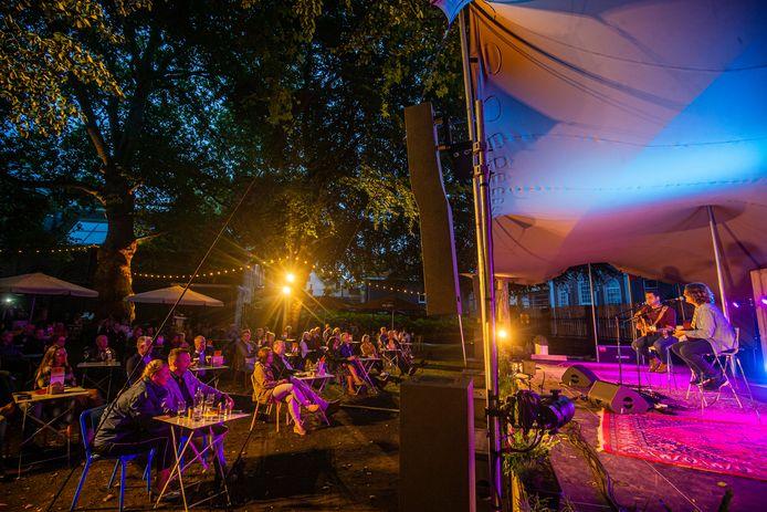 Magchiel Koekkoek van BOD Events organiseerde vorig jaar september al zestien 'coronaproof' concerten in de Museumtuin van Dordrecht.