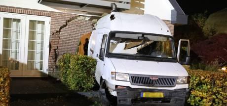OM: Barneveldse villa inrijden met bestelbus is poging tot doodslag