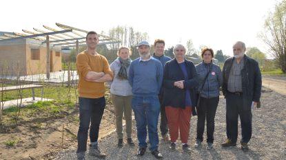 Geïnteresseerden krijgen rondleiding op nieuw volkstuinencomplex Graafland tijdens Open Werfdag