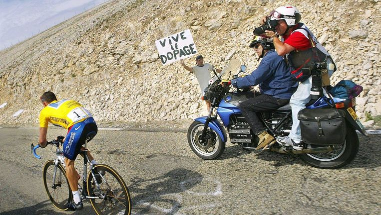 'Armstrong behaalde zijn zeven Tourzeges niet door doping' zegt sportpsycholoog Bram Brouwer. Beeld AFP