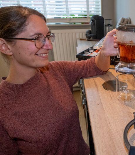 Jonge theesommelier Stephanie Meijer in de ban van thee: 'Laat het lekker over je tong rollen'