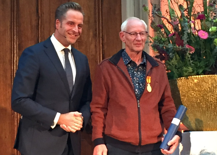 Joop Weeren (rechts) met minister Hugo de Jonge.