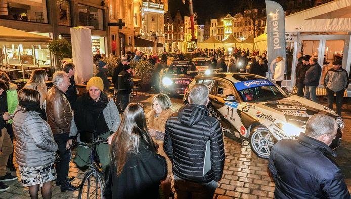 De drukte op de Grote Markt van Kortrijk.
