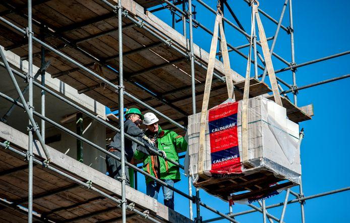 Een bouwplaats in Utrecht. Meer woningbouw is hard nodig om de regio vitaal te houden tot 2050. Gemeenten in de provincie Utrecht vragen om investeringen in hun regio door het nieuwe kabinet.