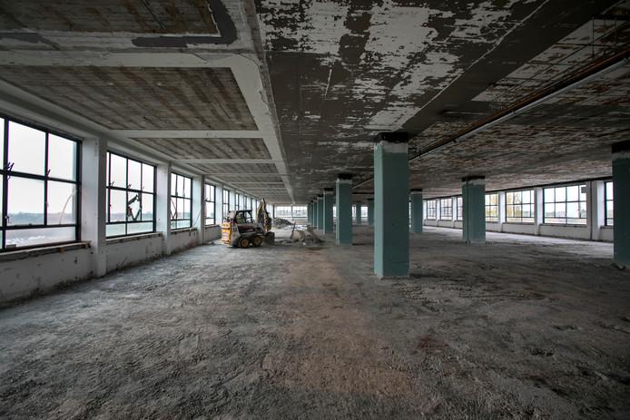Het hoekgebouw van Strijp-TQ in Eindhoven wordt gestript en weer opgebouwd.