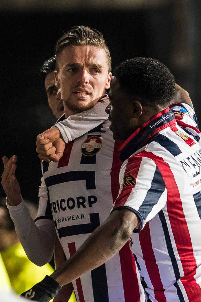 Ben Rienstra maakte de 2-0 voor Willem II.