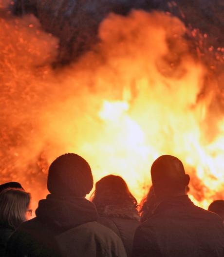 Kerstboomverbranding in Mook, de laatste keer?