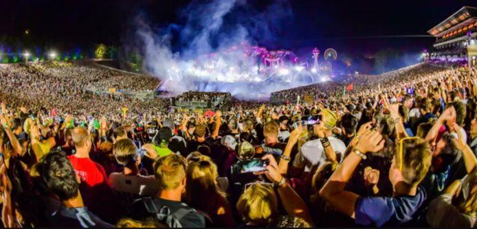 """Les organisateurs de Tomorrowland ont bon espoir de maintenir le festival en 2021. """"Nous pensons pouvoir faire du festival un endroit sûr"""", assure la porte-parole Debby Wilmsen."""