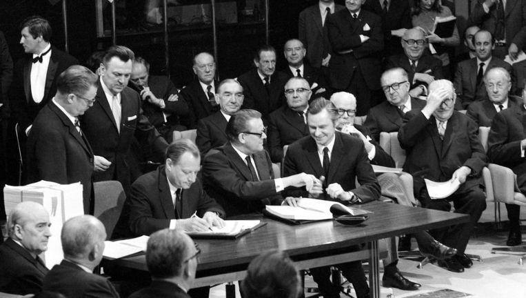 Begin jaren 70: op het Egmontpaleis wordt het akkoord ondertekend dat Groot-Brittannië toelaat lid te worden van de Europese Economische Gemeenschap. Beeld © BELGAIMAGE
