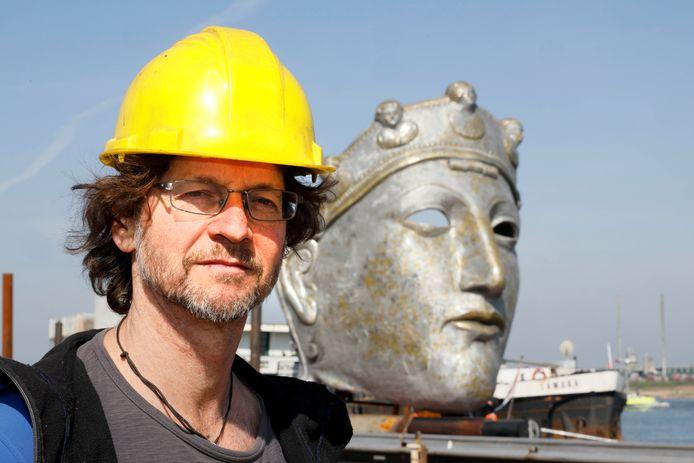 De kunstenaar Andreas Hetfeld en zijn werk.