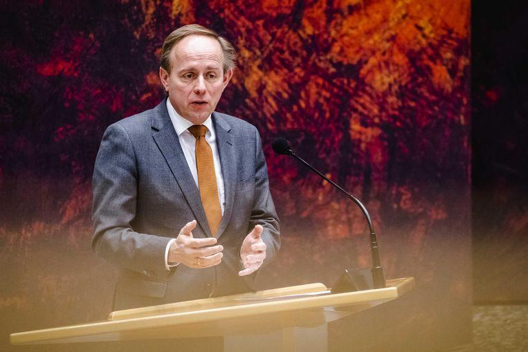 Kees van der Staaij (SGP) tijdens het debat in de Tweede Kamer over de nieuwe spoedwet voor de avondklok.  Beeld ANP