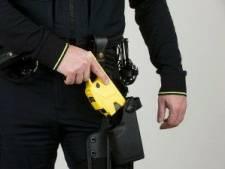 Collega's mishandelde agente vreesden voor haar leven: 'Zonder taser hadden we pistool getrokken'