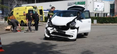 Twee auto's botsen op kruispunt industrieterrein Minervum in Breda