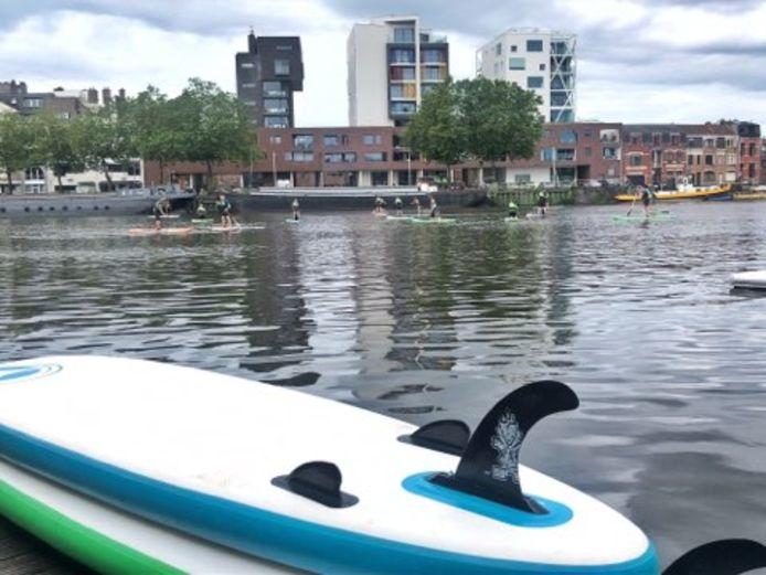 Zondag mochten watersporters gratis de Binnendijle op in ruil voor een handtekening voor de invoering van statiegeld.