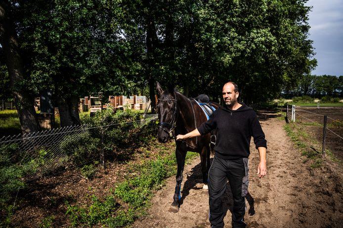 Huug Schut van het paardenpension in Wolfheze dat last zegt te krijgen van outdoor activiteiten in de nabijheid.