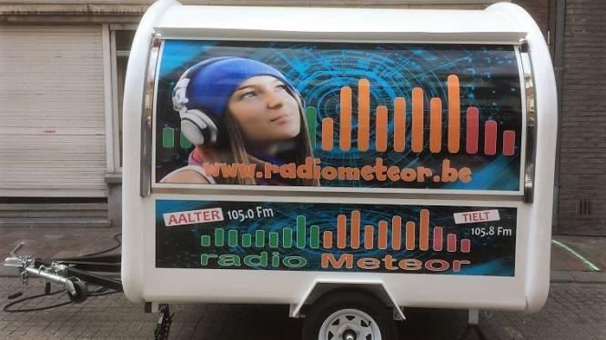 Radio Meteor gaat deze zomer on tour: zondag première in Jardin Rosé in Bellem