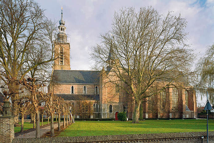 De Sint Baafskerk grenst met de achtertuin aan het pand waar het nieuwe archeologisch museum moet komen.