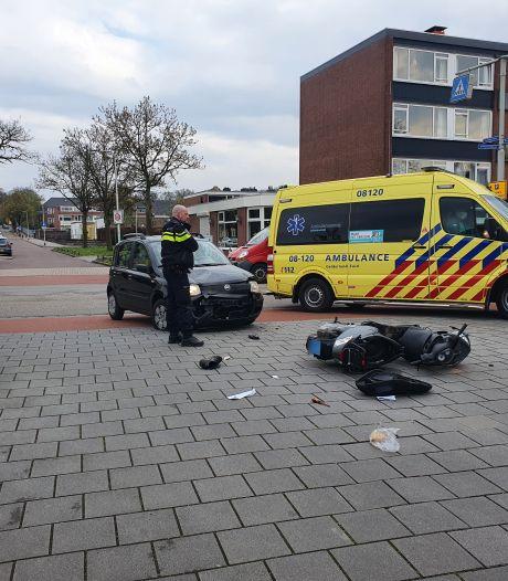 Scooterrijder gewond bij botsing met een auto aan de Planetenstraat
